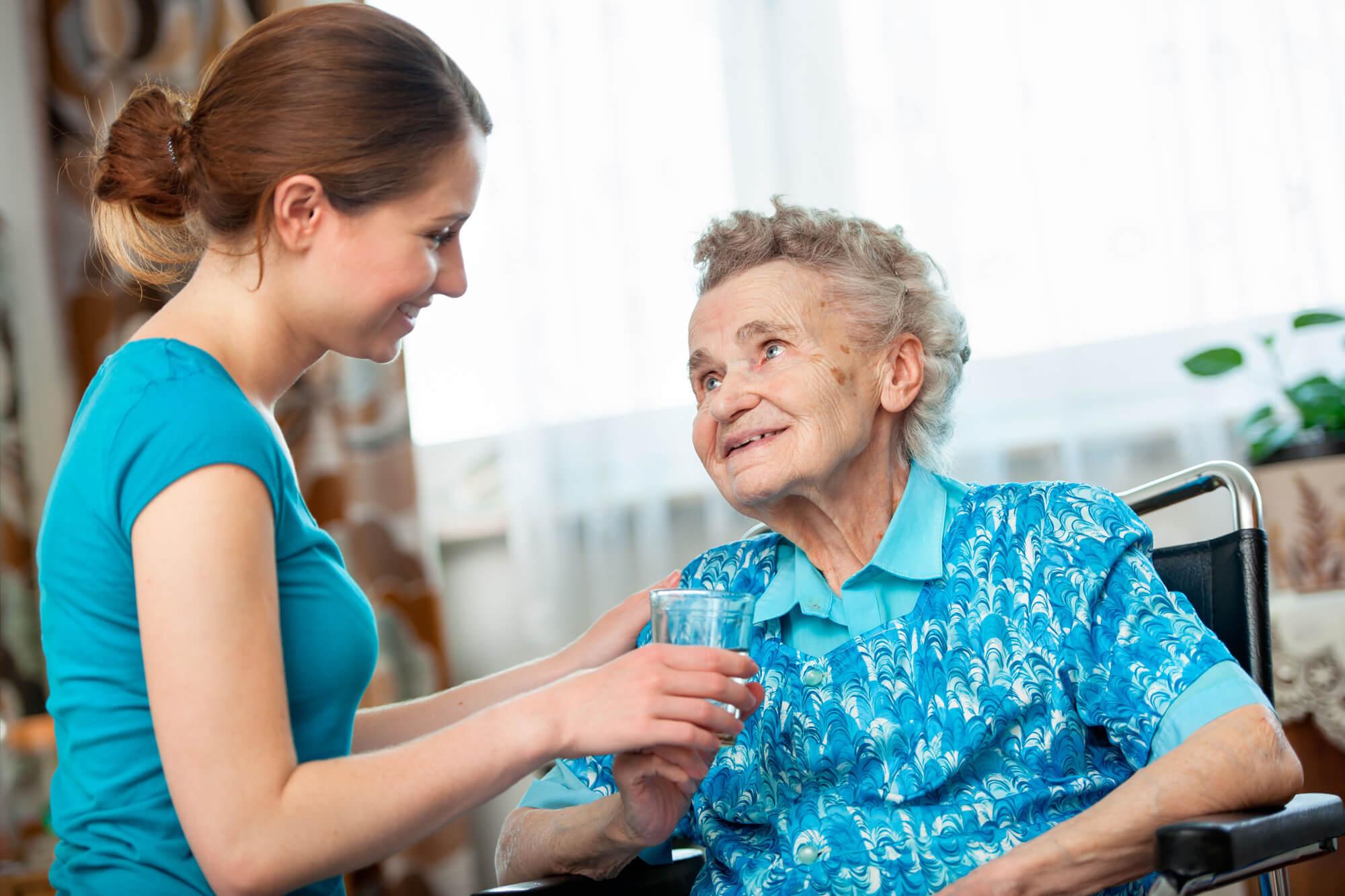 Asistente Ayuda domiciliaria a ancianos