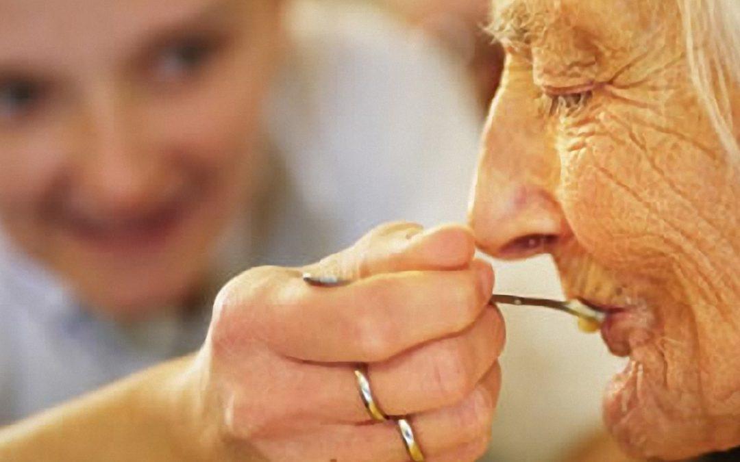 Consejos de alimentación para personas que padecen algún tipo de demencia